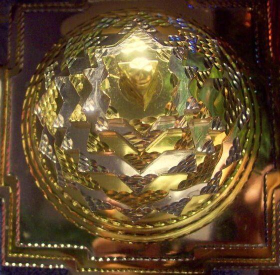 1364843965-sumeru_sri_yantra_very_special_gold_silver_copper_plate